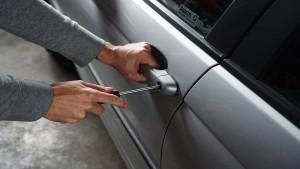 Furto auto nel garage a pagamento: titolare responsabile anche in presenza di un servizio di vigilanza
