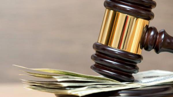 L'avvocato distrattario pu� sempre chiedere al proprio cliente il pagamento del compenso.