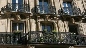 I rivestimenti dei balconi aventi funzione decorativa sono parti comuni