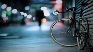 Niente sospensione della patente per chi causa un incidente alla guida di un velocipede