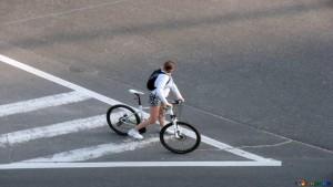 CdS: il ciclista ha l'obbligo di condurre a mano la bicicletta in strade a traffico intenso