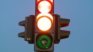 Cds : no alla prosecuzione della marcia se il semaforo è giallo