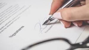 L'avvocato domiciliatario che sottoscrive l'atto ha diritto al compenso.