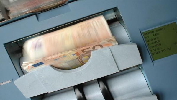 E' riciclaggio il trasferimento di fondi tra conti correnti accesi presso la stessa banca.