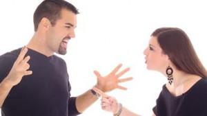 Cassazione: Il comportamento violento e aggressivo del marito legittima l'addebito
