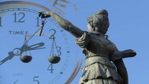 Viene anticipato l'orario dell'udienza e il difensore dell'imputato non compare: conseguenze