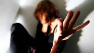 Per il reato di maltrattamenti in famiglia non è necessario un comportamento vessatorio continuo e ininterrotto