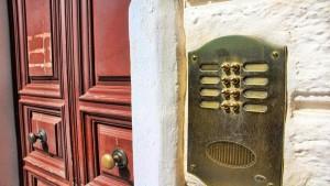 Notifica a persona non identificata presso residenza del destinatario: conseguenze e azioni esperibili