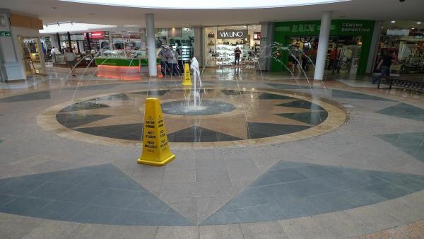 Cliente cade sul pavimento bagnato? responsabile il direttore del supermercato.